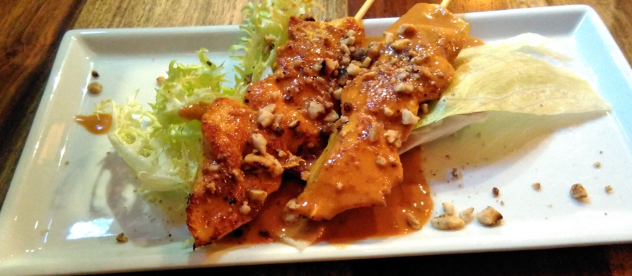 pollo-satay-thailandes-diagonal-barcelona