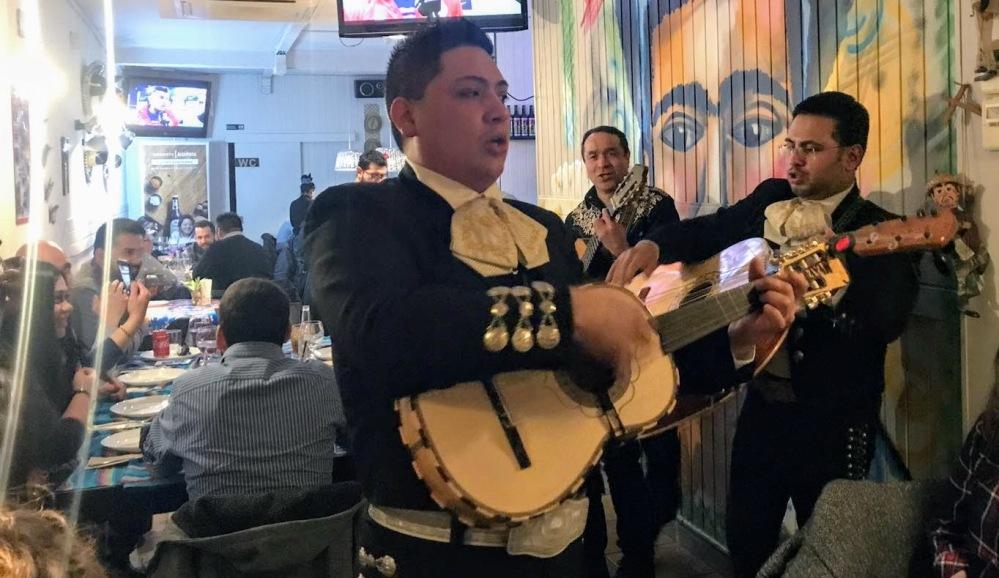 Gastrotaquería mexicana carrer Paris-mariachis