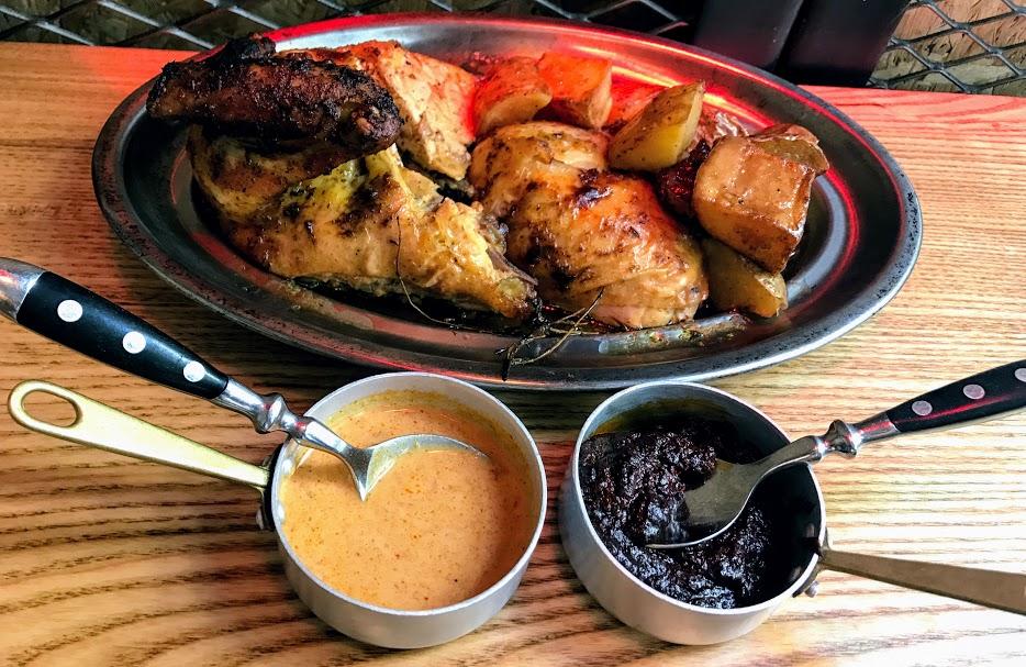 a pluma- pollo al ast gourmet Santaló-pollo con curry y mole