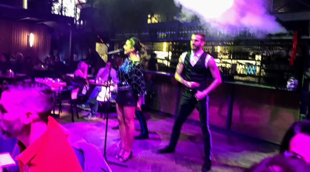 el mama-restaurante con show Barcelona-cantantes